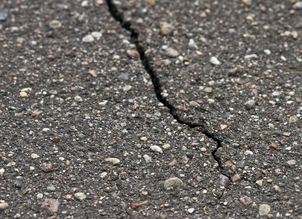 Sidewalk_crack