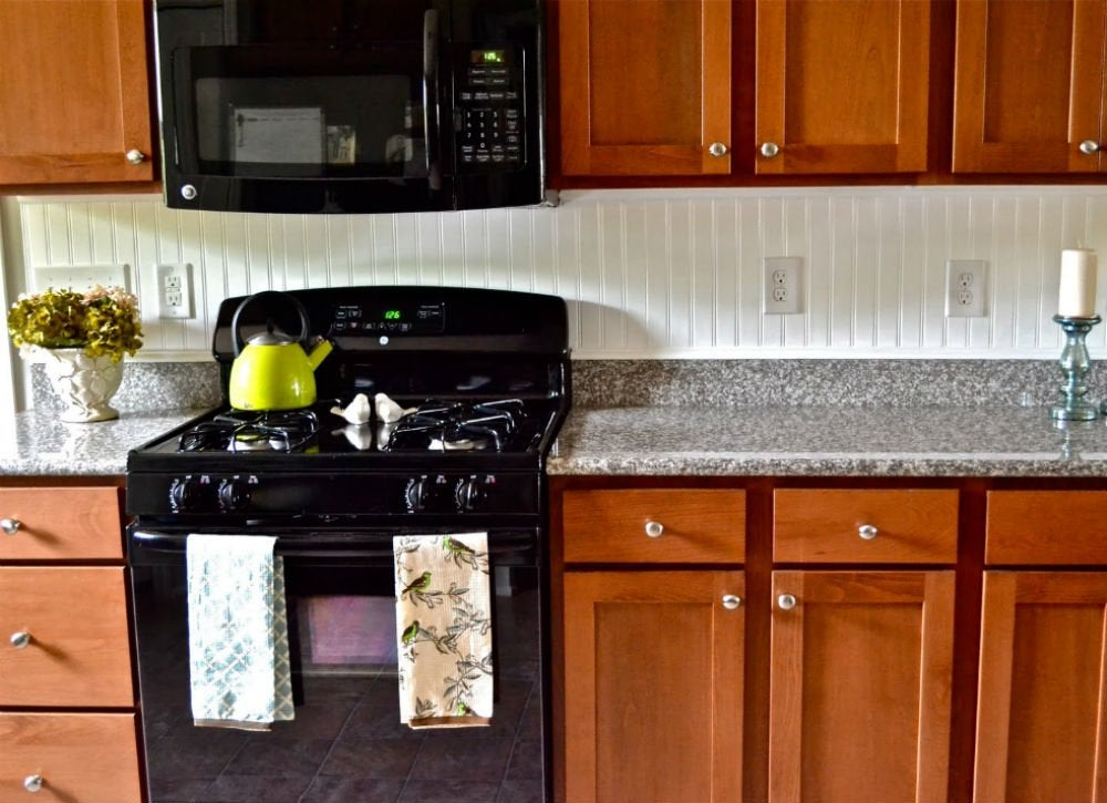 Beadboard backsplash 12 cheap backsplash ideas bob vila for Simple and cheap kitchen design
