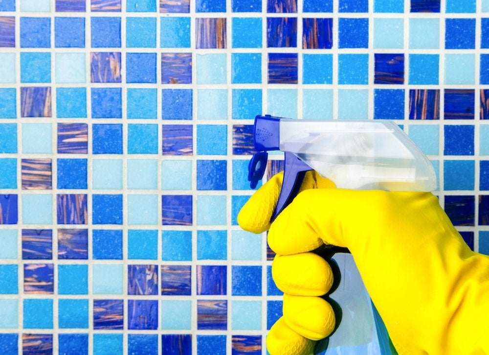 Cleaning_shower_tile