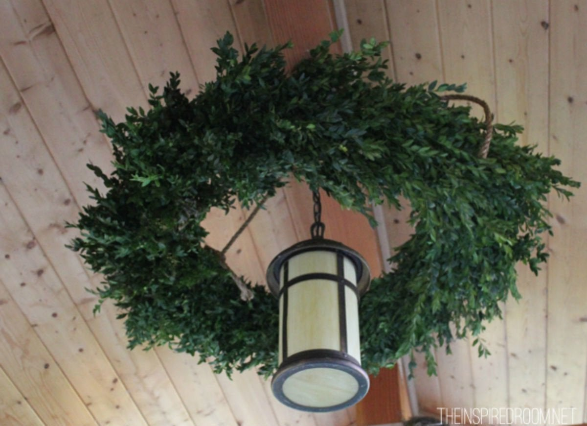 Outdoor holiday lights   wreath