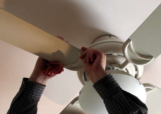 Change direction ceiling fan