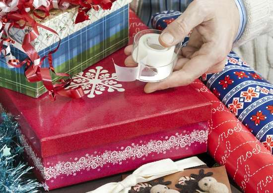 Gift_wrapping_station
