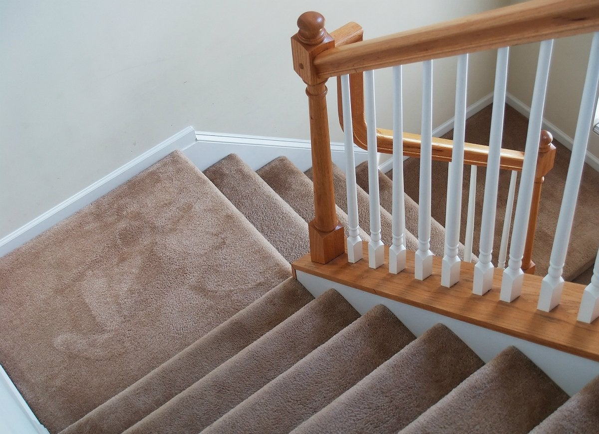 Cleaning-carpeted-stairs