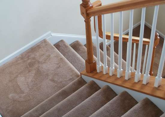 Cleaning carpeted stairs