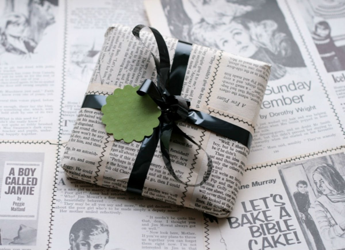 How to wrap a gift   newspaper