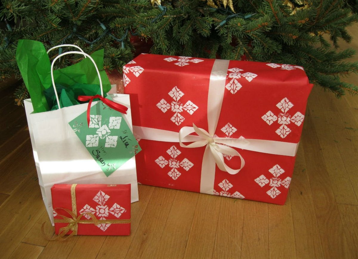 How to wrap a gift   stamps