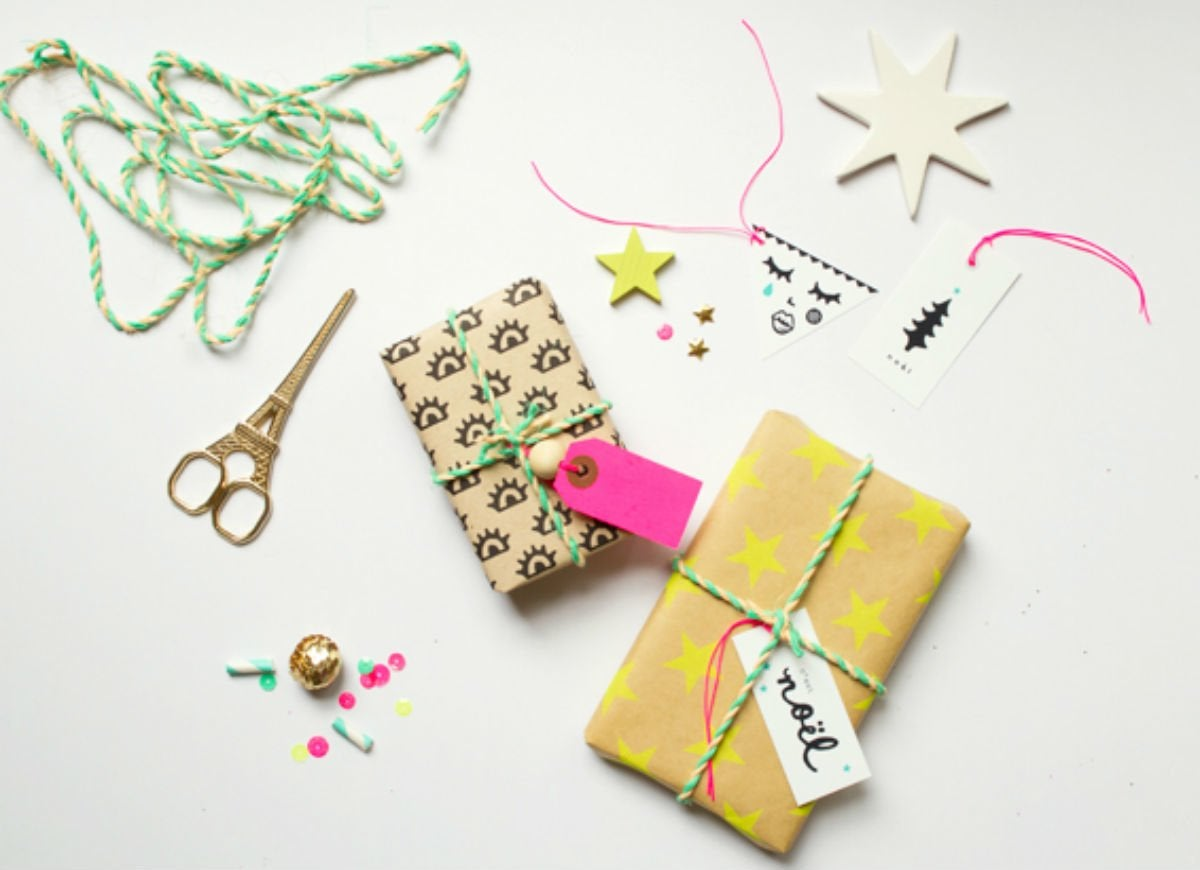 How to wrap a gift   printer paper