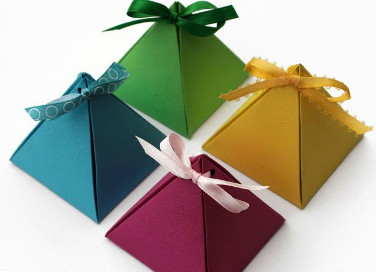 How_to_wrap_a_gift_-_cardstock_pyramids