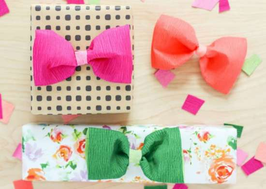How to wrap a gift   crepe paper bows