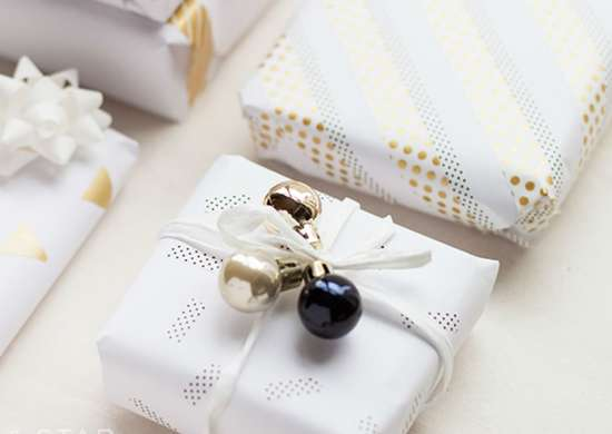 How to wrap a gift   washi tape