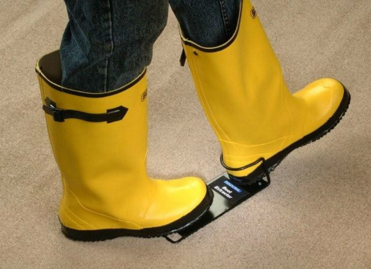 Check snow and slush   boot extractor