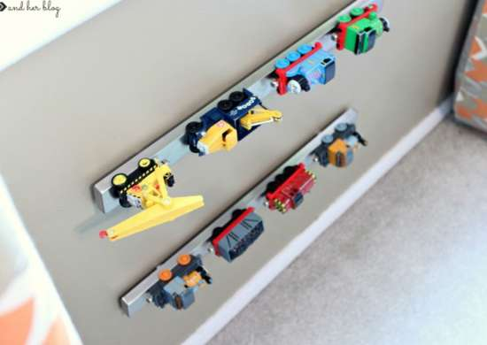 Toy_storage_-_magnetic_strip