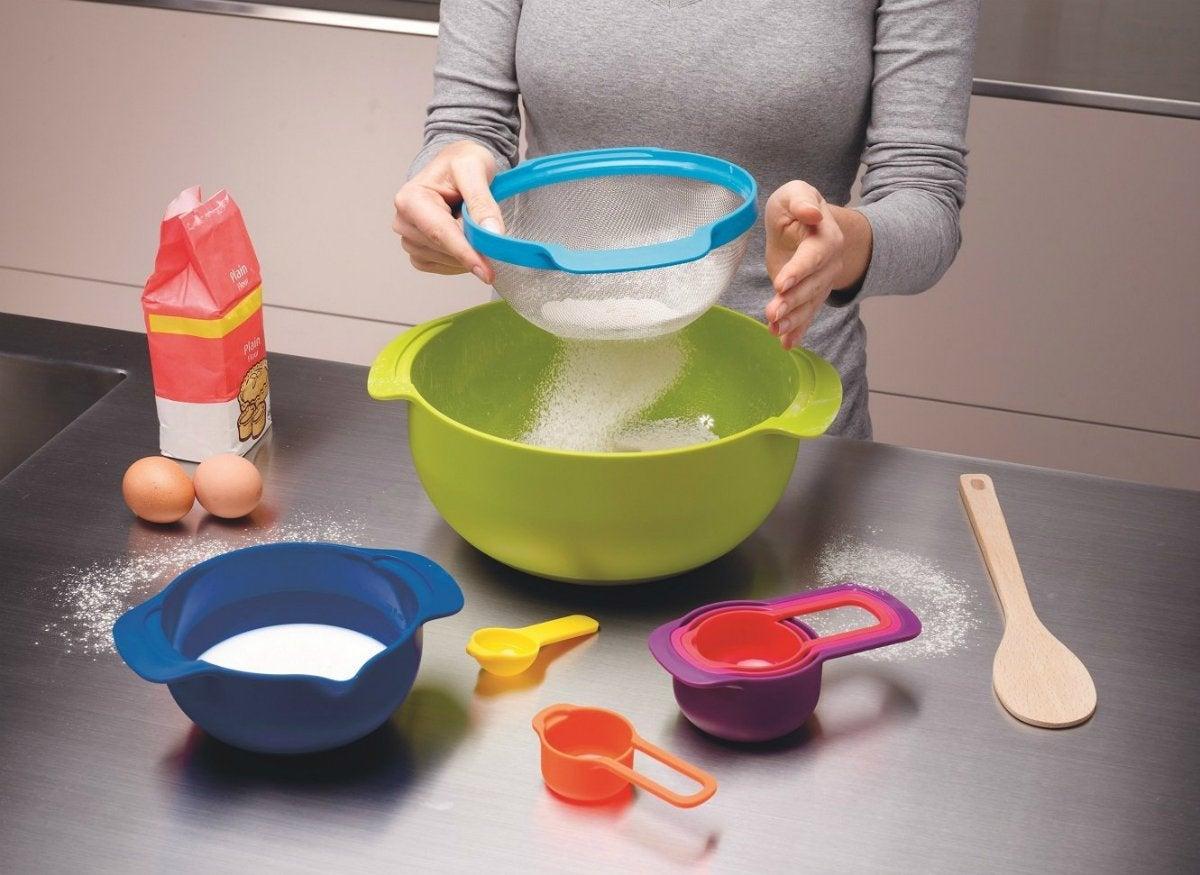Nesting bowls baking set