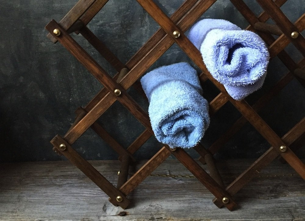 Wine_rack_towel_storage