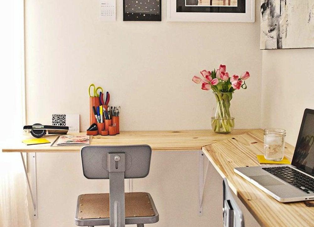 DIY wall-mounted desk - Small Bedroom Ideas: 21 Ways to ...