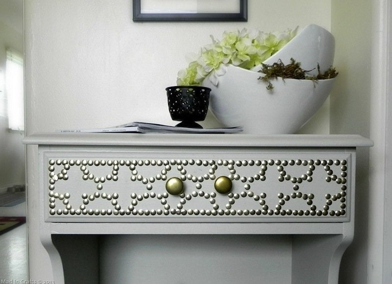 Nailhead table