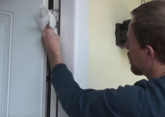 Use Mayonnaise to Stop Squeaking Doors