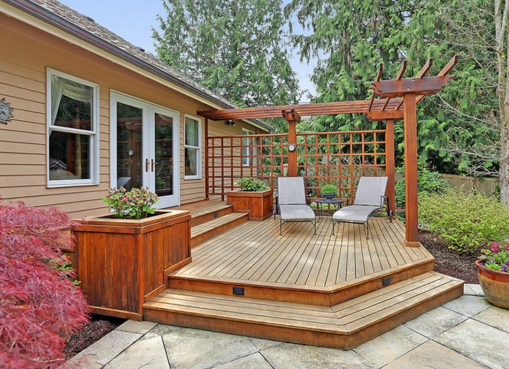 Angle your deck deck ideas 18 designs to make yours a for Right angle house