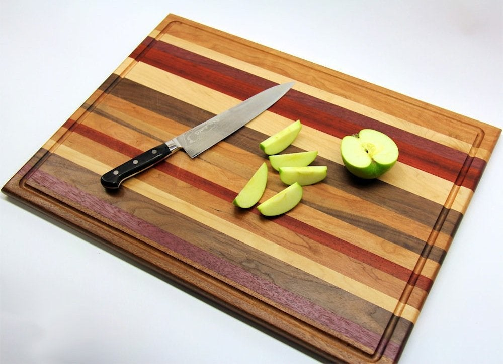 Scrap wood projects 21 easy diys to upgrade your home for Diy personalized wood cutting board