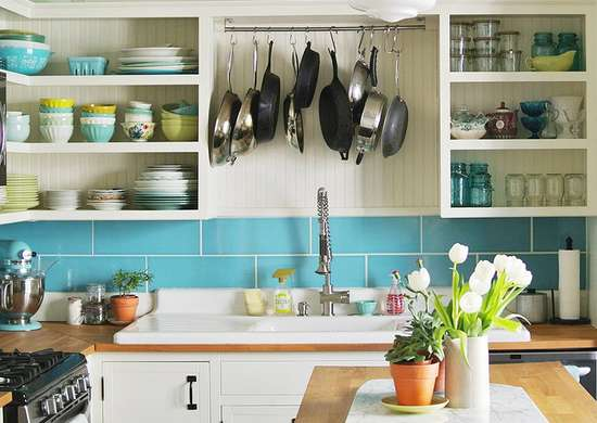 Colorful-blue-white-kitchen