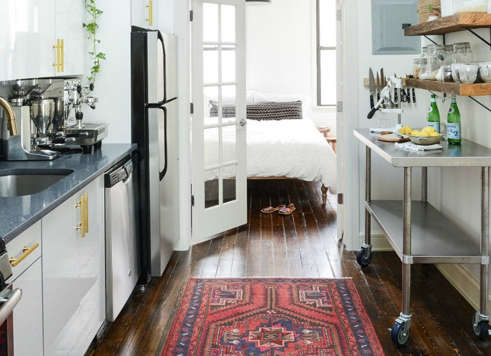 Apartment-kitchen-with-rug-and-rolling-island
