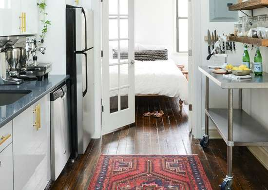Apartment kitchen with rug and rolling island