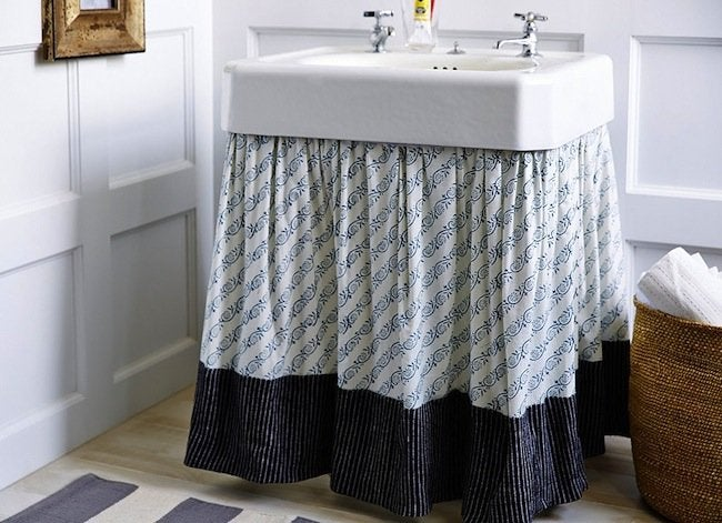 Pedestal sink skirt