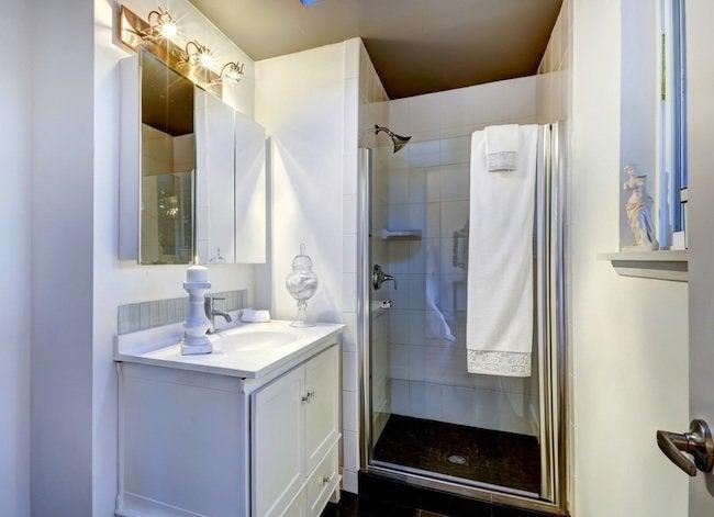 Clear_shower_door