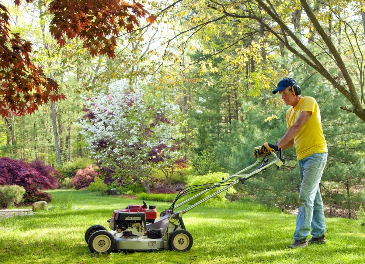 Mowing lawn with dull blades