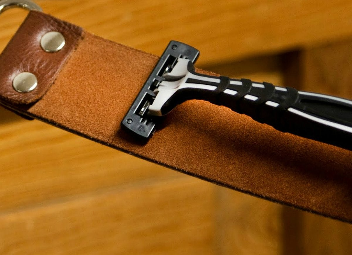 Sharpen razor on leather belt