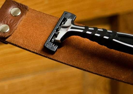 Sharpen razor on leather belt