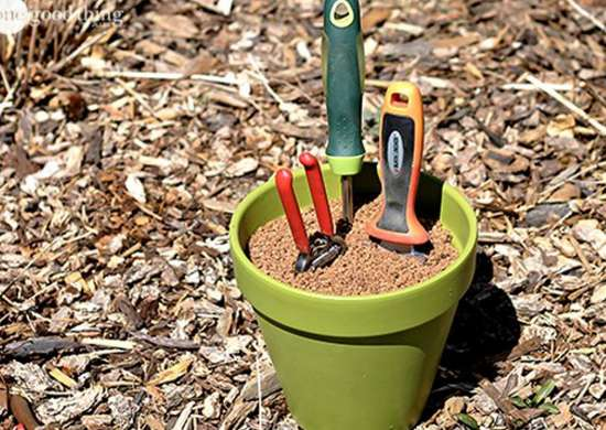 Diy-flower-pot-garden-tool-storage-and-sharpener