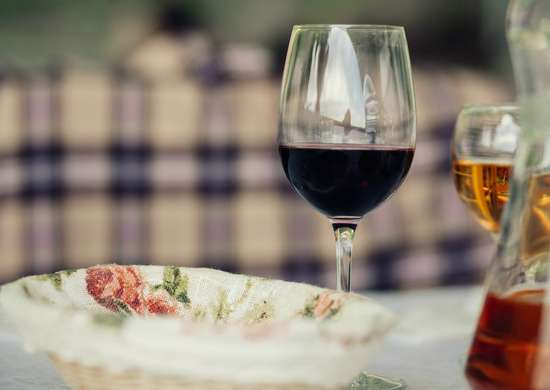 Remove Red Wine Stains with White Wine