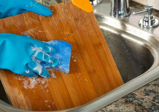 Oil Wooden Cutting Boards for Easier Cleaning