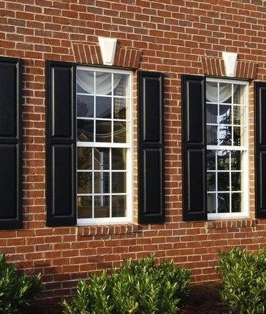 Hgtvremodels-colonial-double-hung-windows