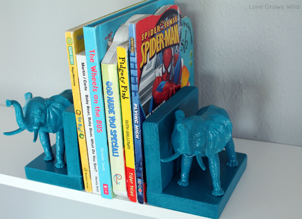 Toy-animal-bookends