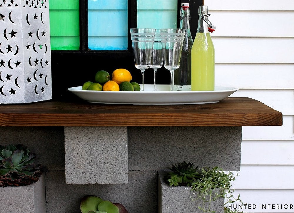 Diy-wall-mounted-cinderblock-bar-and-planter