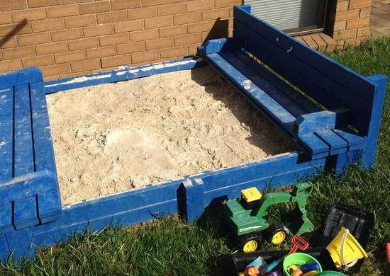 DIY Sandbox with Seating