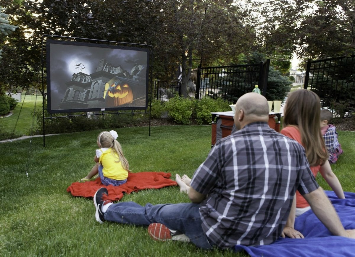 Camp-chef-portable-outdoor-movie-screen