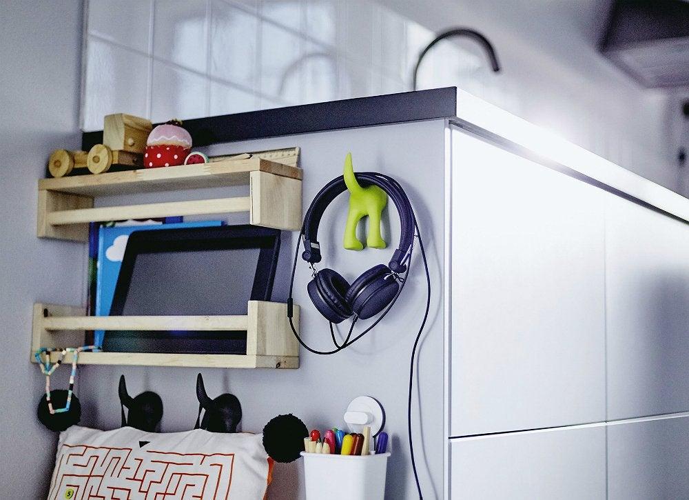 Side cabinet storage