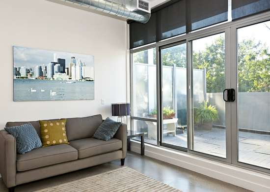 Glass_wall_systems_living_room