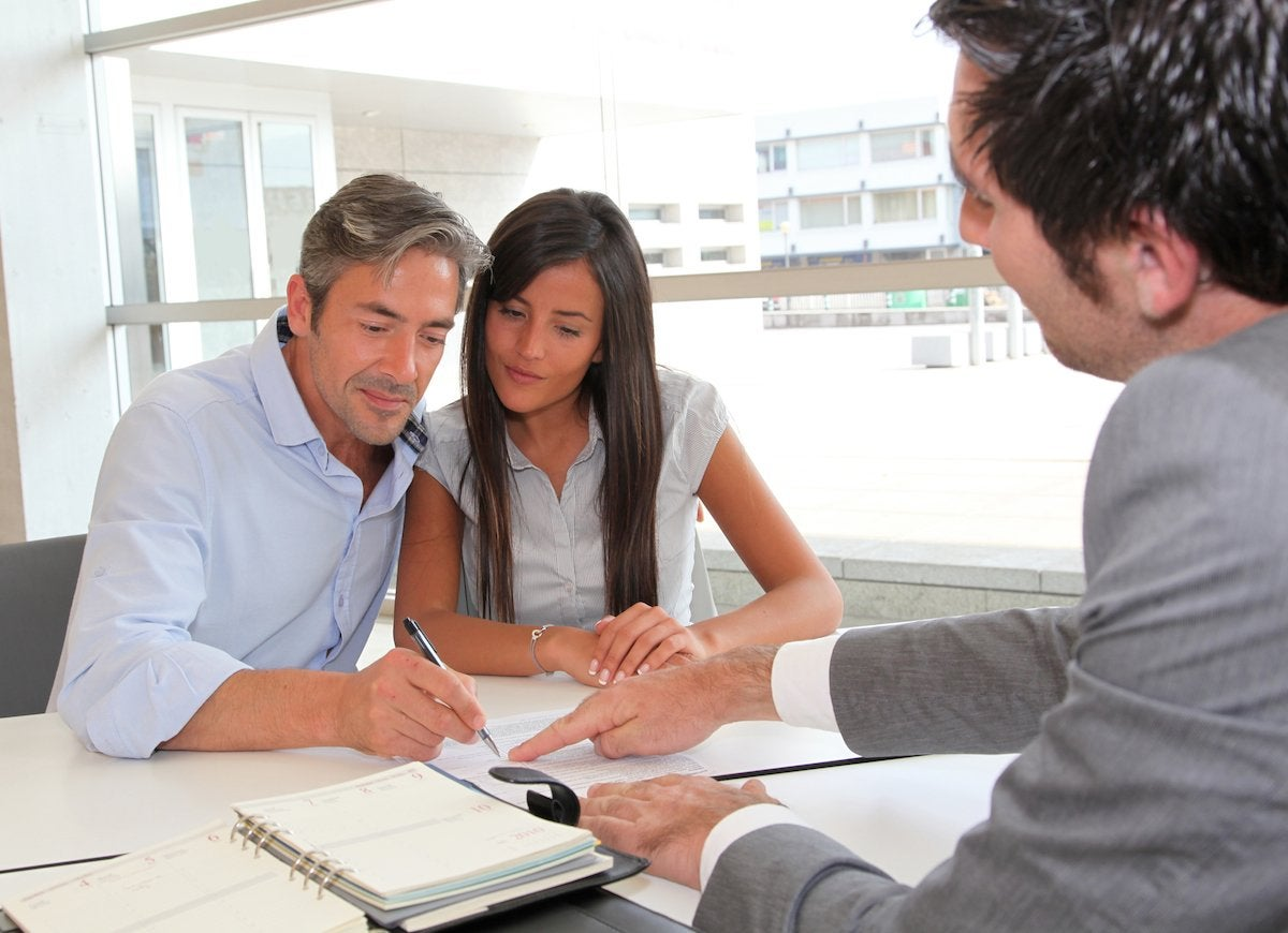 Agent_signing_contract_with_couple