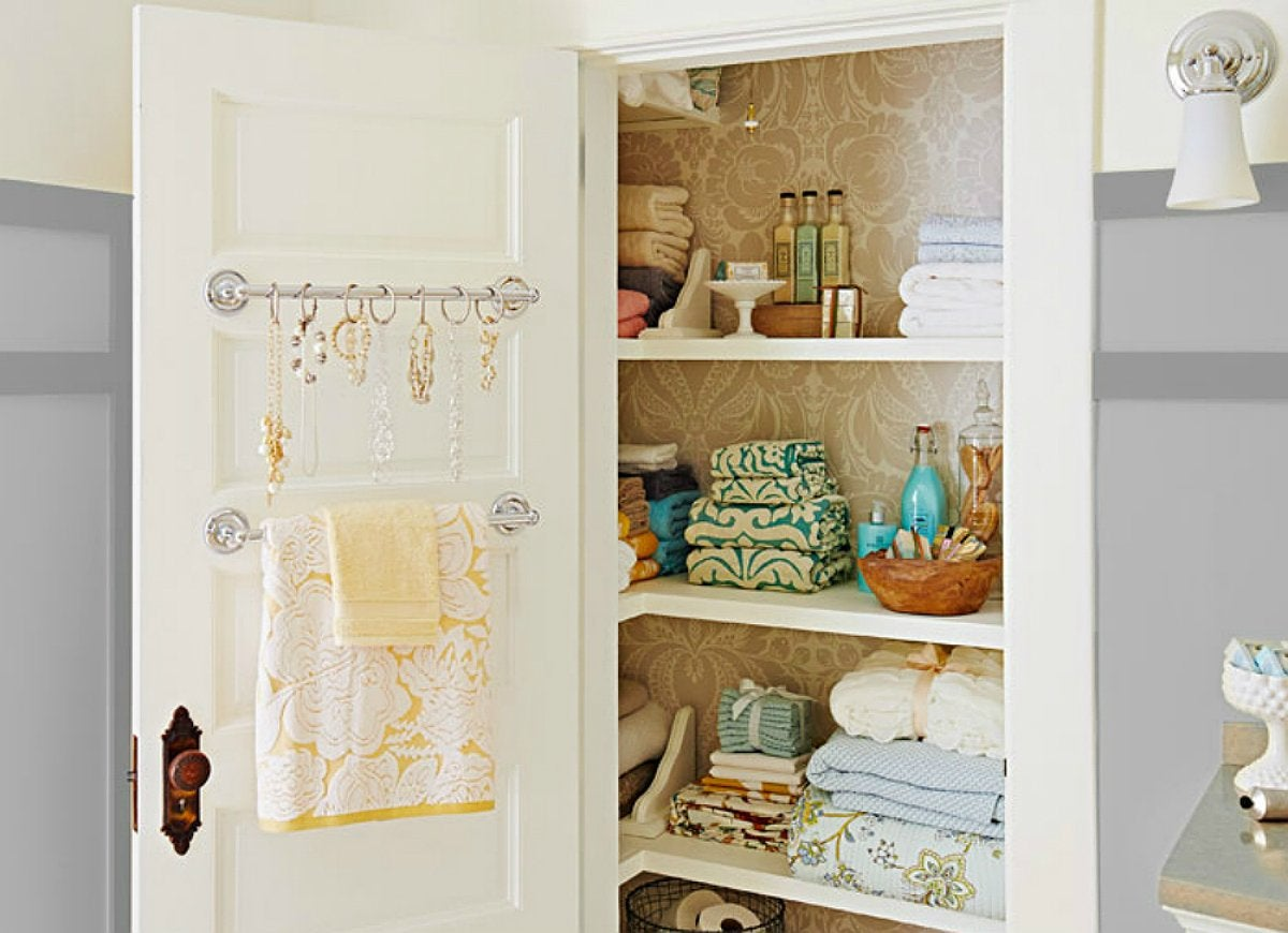 Towel curtain rod storage