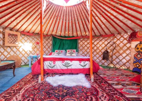 Mongolian_yurt_airbnb