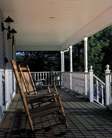 Sweetlittlesomethings farmhouse porch railings