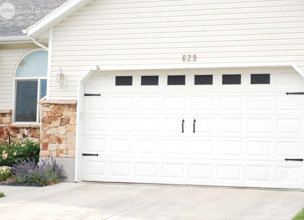 Curb appeal tips 14 afternoon projects bob vila for 14 garage door