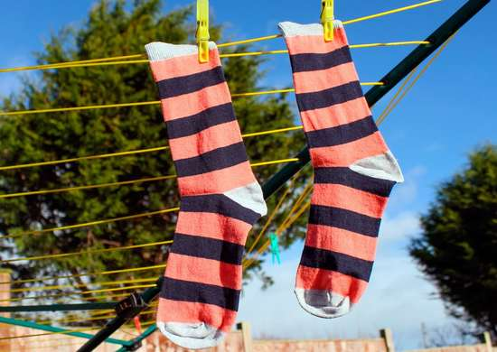 Hang Clothes on Clothesline