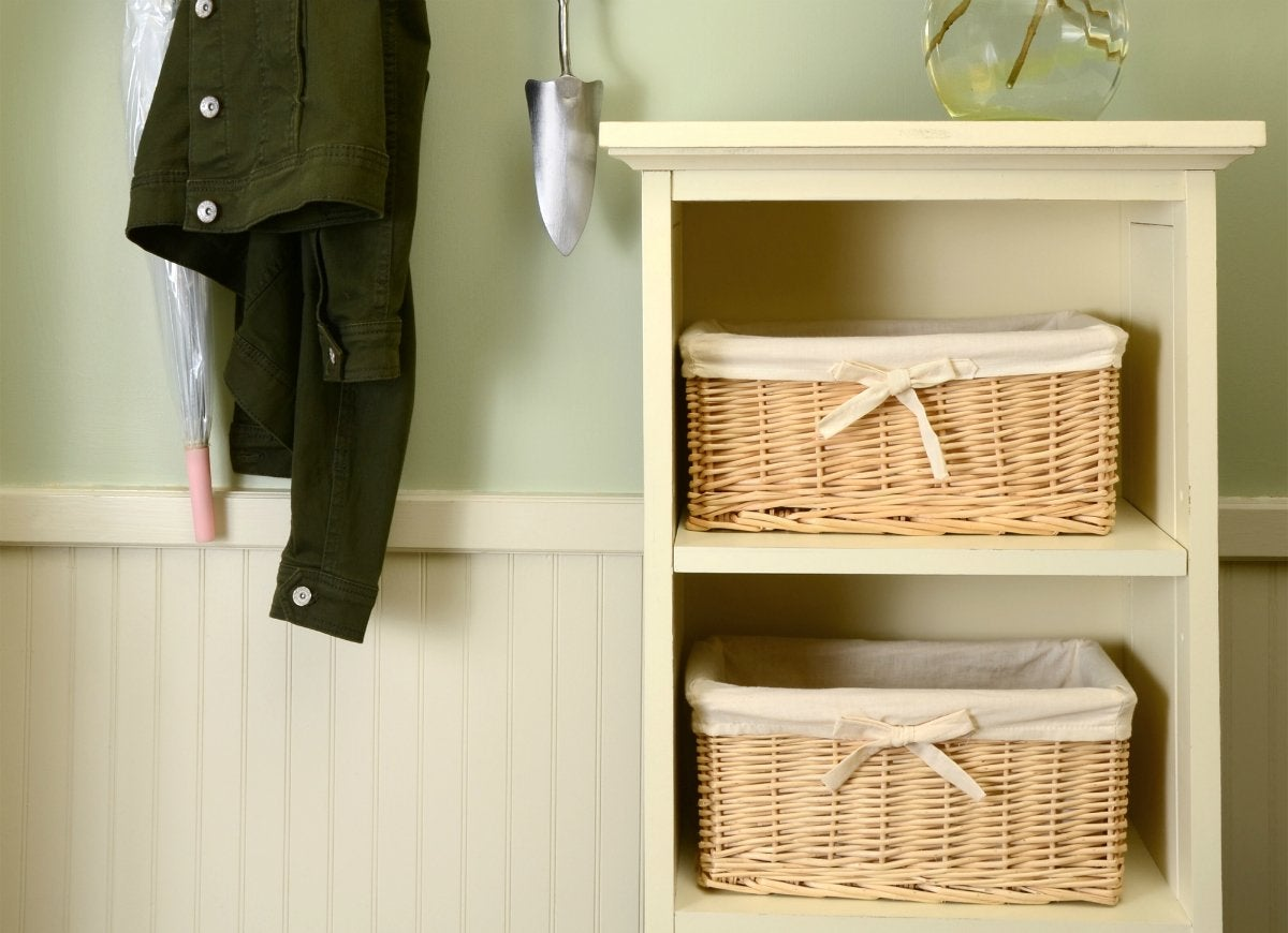 Contain-clutter-with-baskets