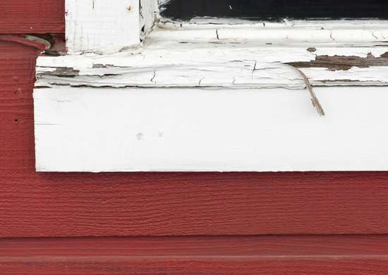Peeling paint home flaws