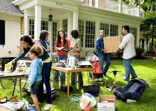 Find-furniture-at-yard-sales